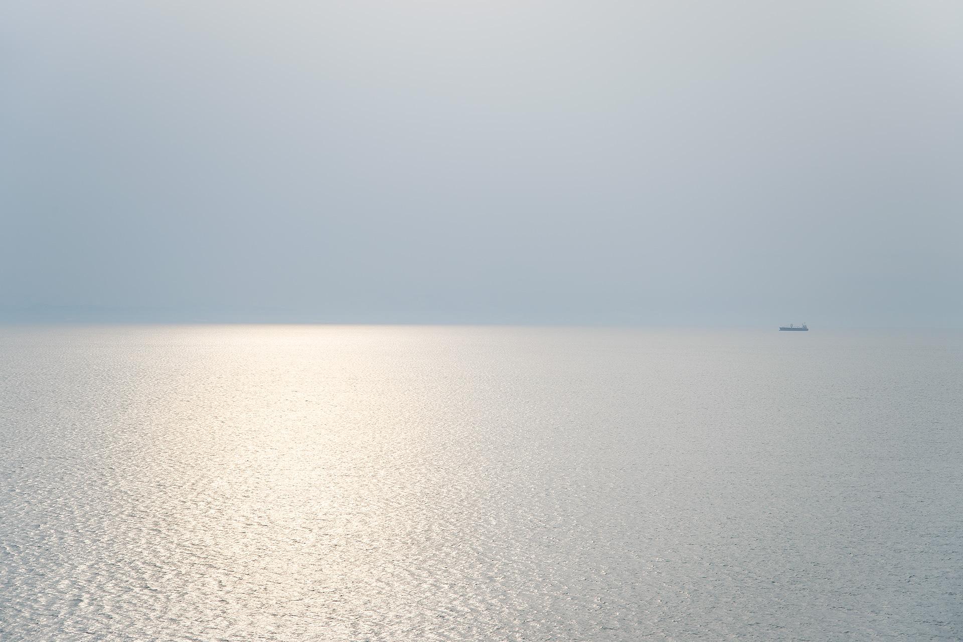 作品紹介 / 宮崎真梨恵『空と海の境 / Line between the Sky and the Sea』