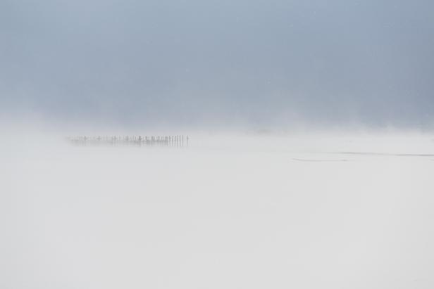作品紹介 / 柴田祥 『青が滲む冬の空と白く吹き荒れる津軽平野』